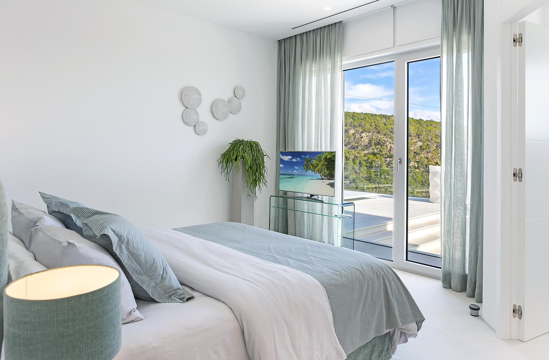 Traumhafte moderne Villa in Costa den Blanes - Mediterranes Schlafzimmer