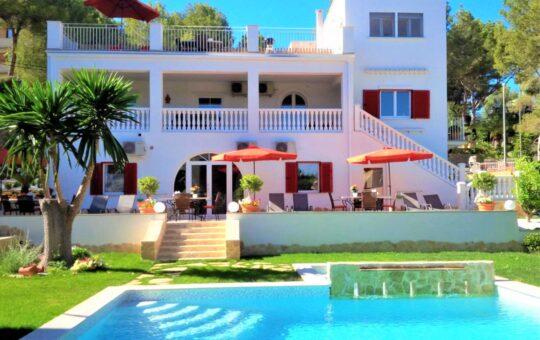 Meerblick Villa mit 4 Apartments mit Ferienvermietungslizenz, Peguera