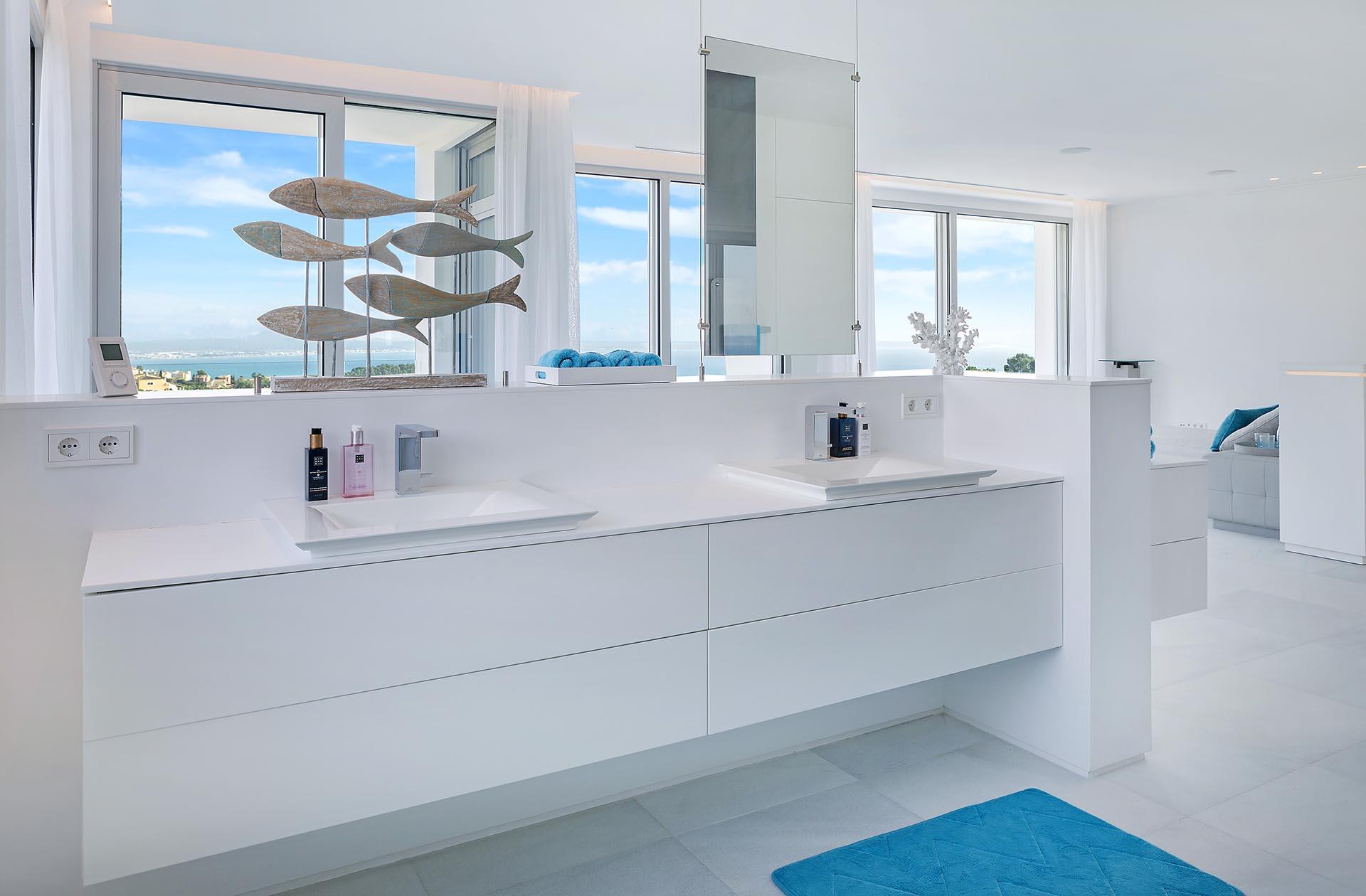 Beautiful modern villa in Costa den Blanes - Modern bathroom