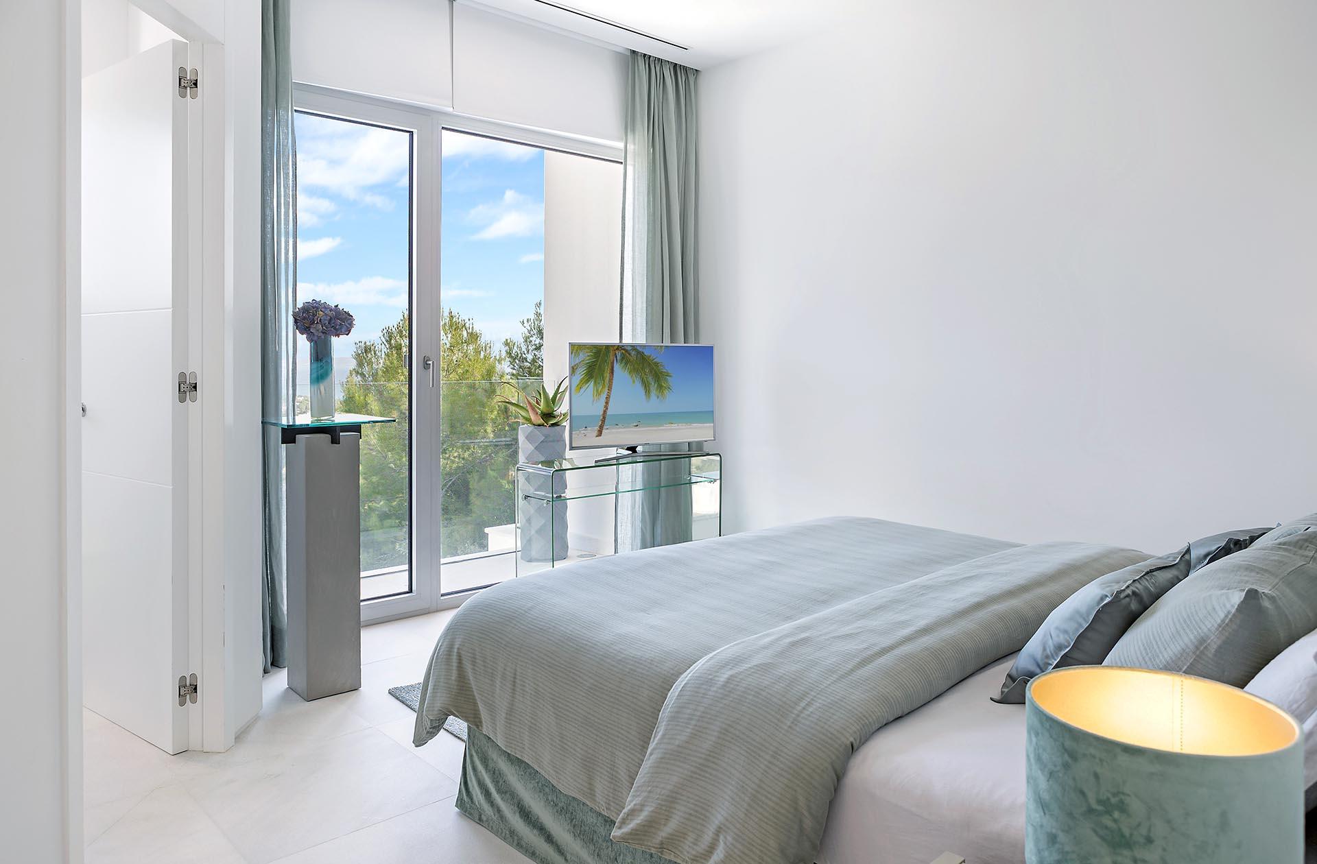 Beautiful modern villa in Costa den Blanes - Bright bedroom