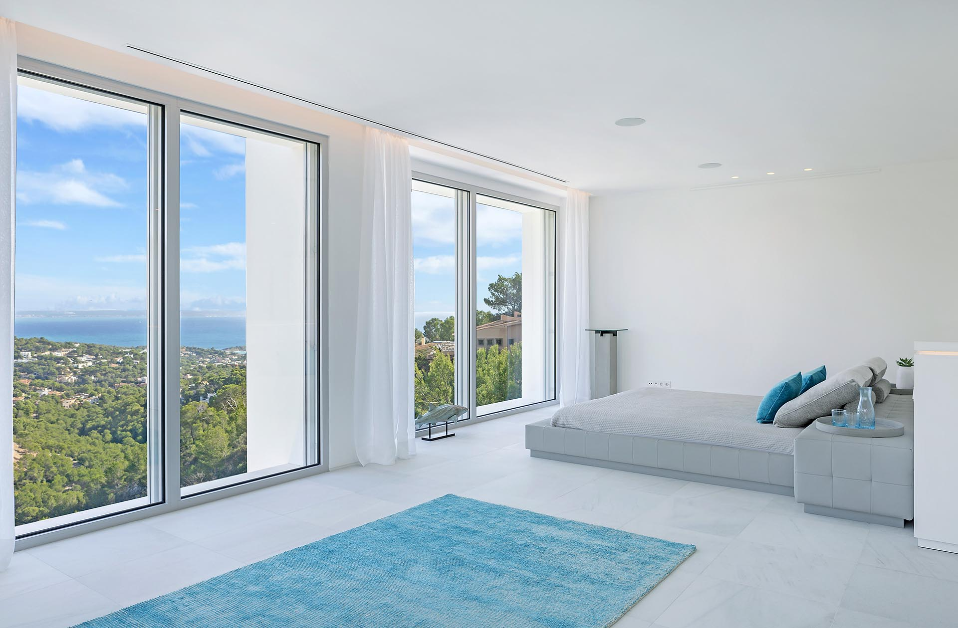 Beautiful modern villa in Costa den Blanes - Bedroom with a dream view