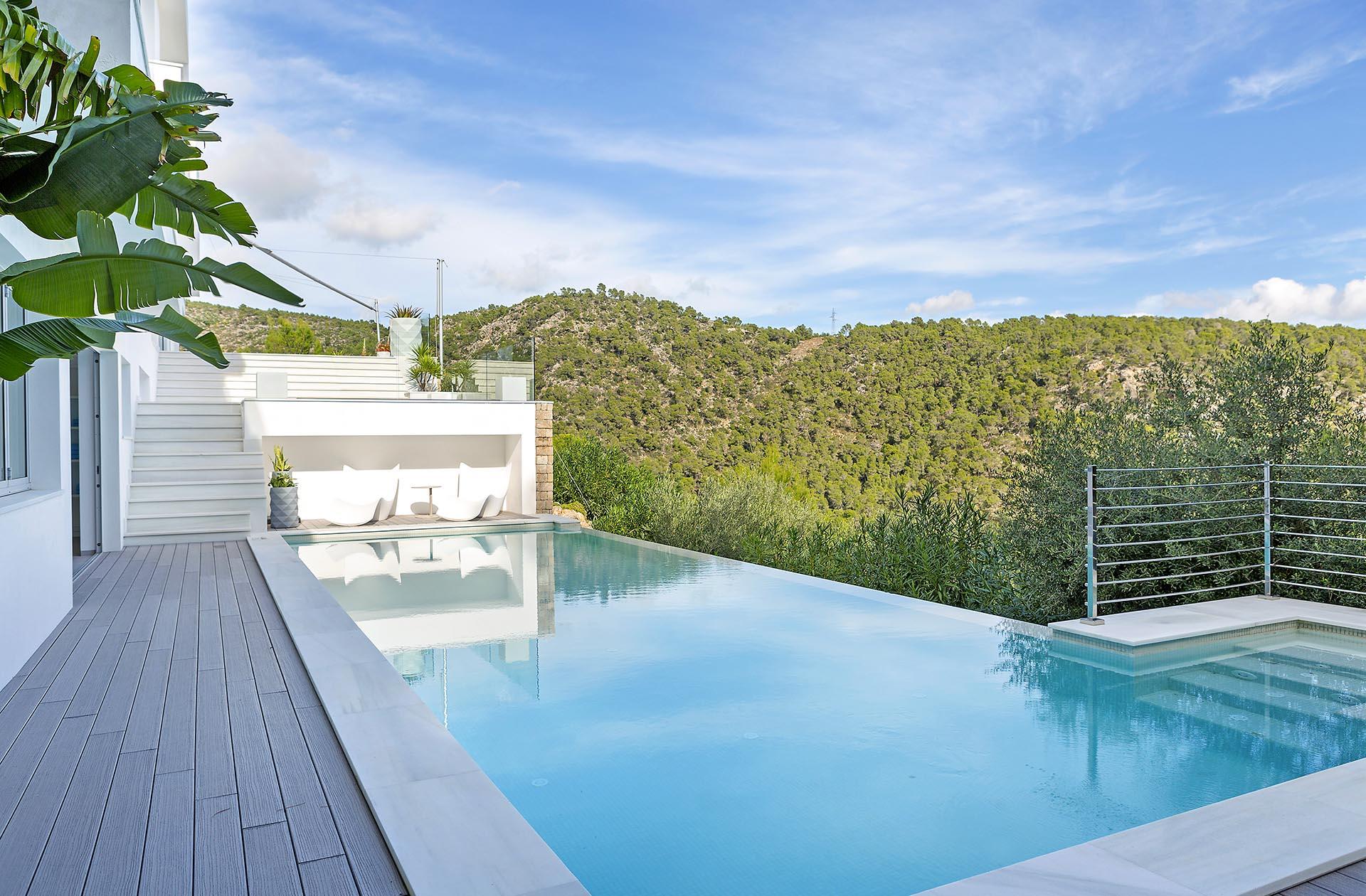 Hermosa villa en Costa d'en Blanes - Gran piscina de desbordamiento